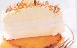 Торт-безе с ананасами в карамели