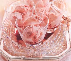 Домашнее мороженое с клюквой