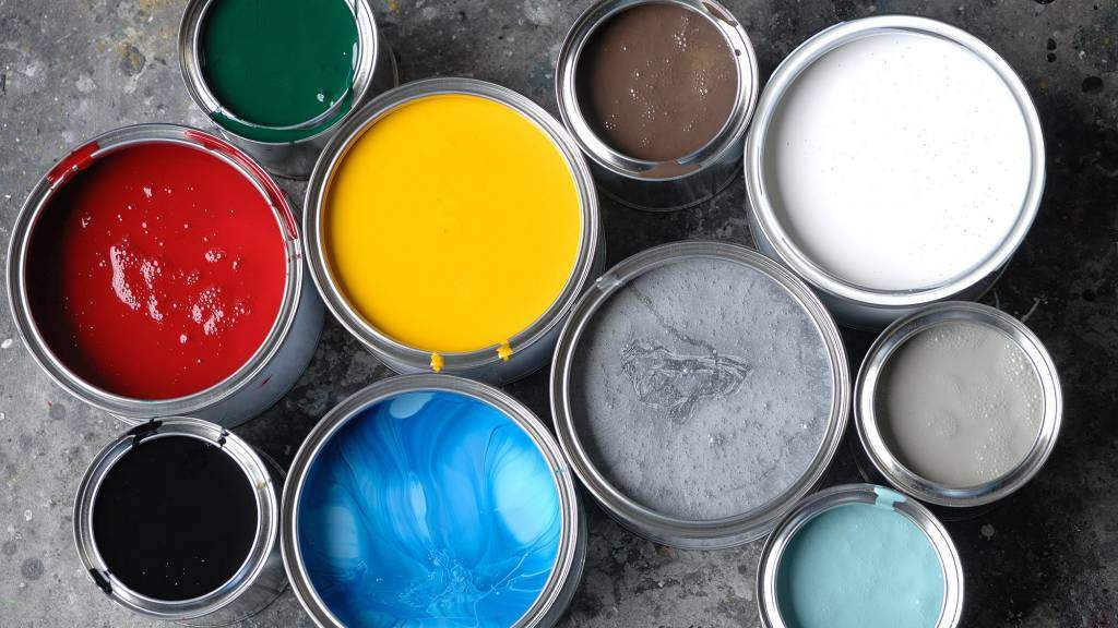 Как выбрать качественную краску для стен и потолков